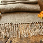 diy-burlap-table-runner-@farmhouse40.com