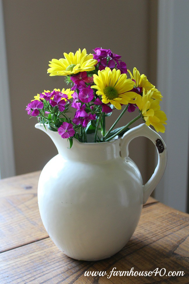 spring flower bouquet daisies