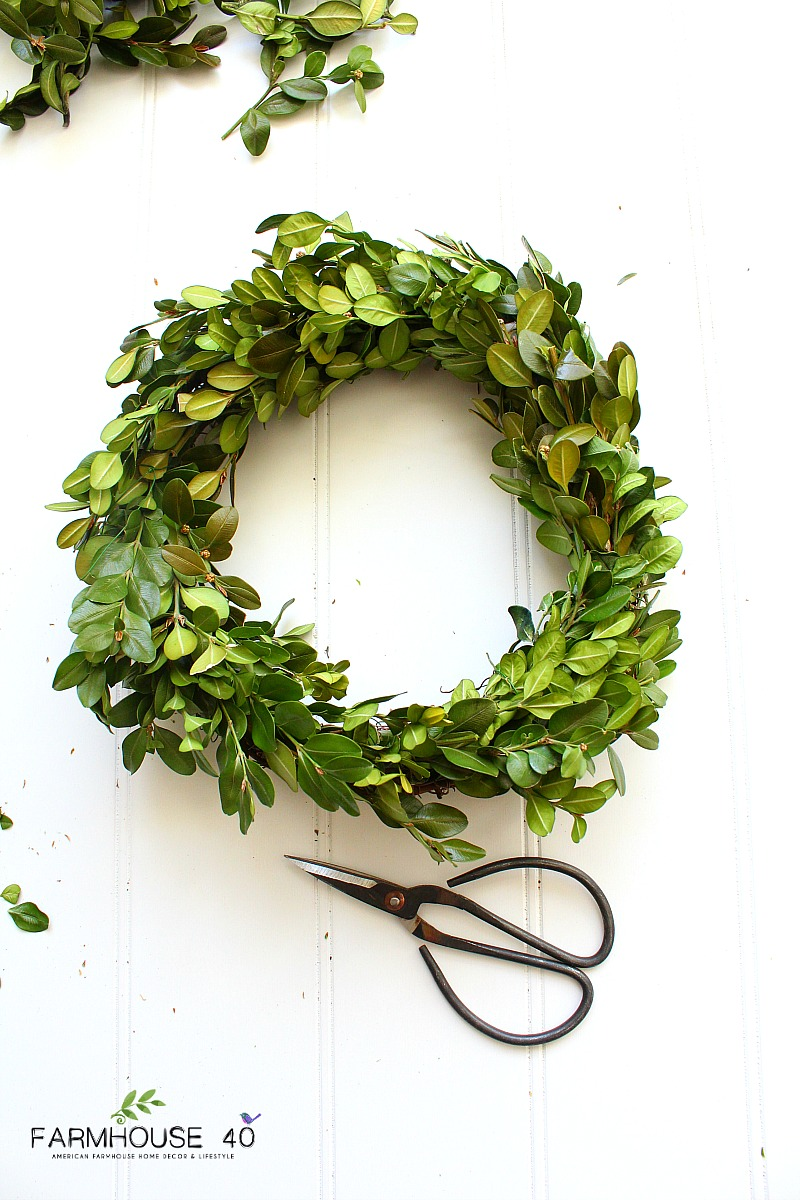 making-boxwood-wreaths
