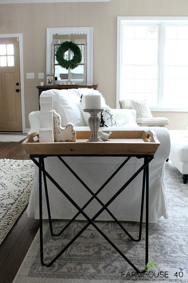 Minimalist Living Room Winter Decor