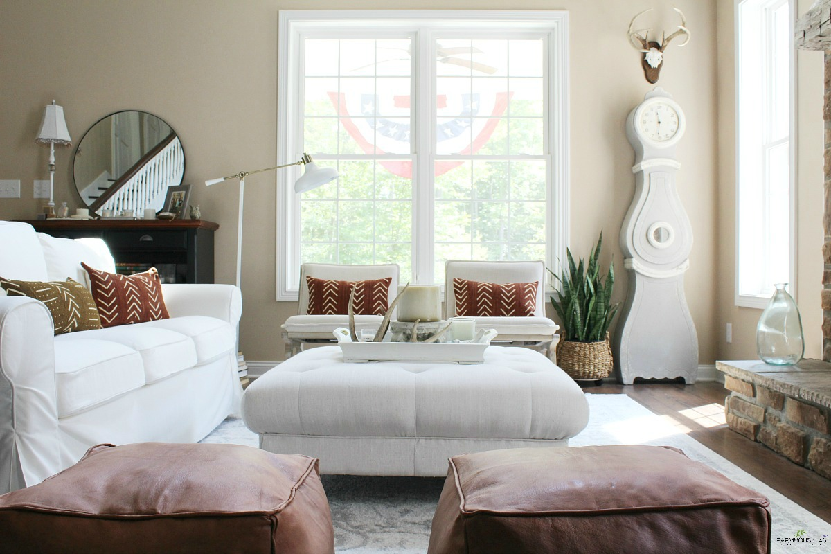 living-room-rust-decor